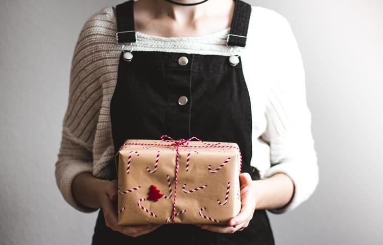 Что подарить мужчине: список правильных подарков