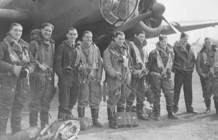 Летчики Британских ВВС со стрижкой под фрица