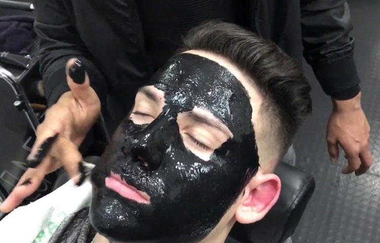 Черная маска: панацея от проблемной кожи