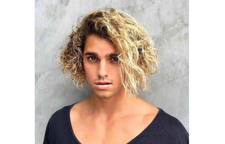 Какая мужская стрижка лучше всего идет под окрашивание волос? Стрижка сёрфера