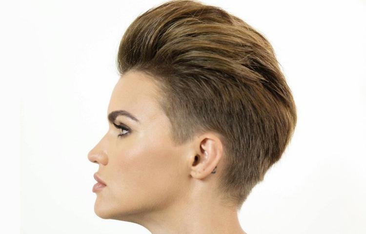 Прекрасный андеркат: женская стрижка на короткие волосы 2021 года